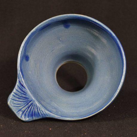 Entonnoir bleu Majorelle en gros plan vue de dessus